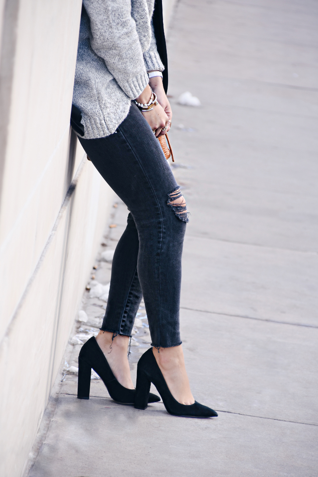 0a8c60b9a025 Steve Madden black pumps and Madewell jeans